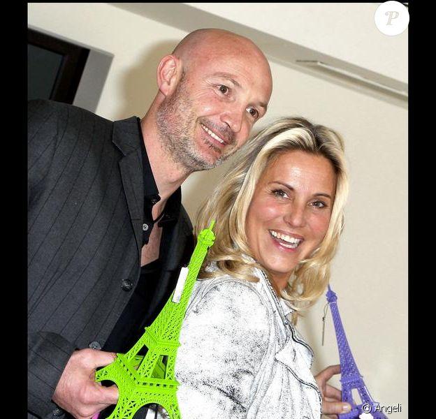 Sophie Favier et Frank Leboeuf au lancement de la campagne de sensibilisation Dos au mur, à Paris. 04/05/2010