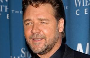 Russell Crowe : Le Robin des Bois de Hollywood ne manquerait pour rien au monde une fête avec ses amis !