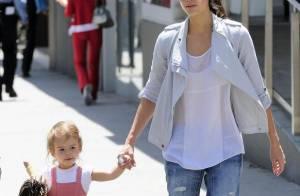 Jessica Alba : Elle retrouve sa petite Honor déjà très coquette pour une balade entre filles...