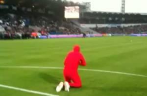 La télé-réalité Dilemme : Regardez l'un des hommes en combi rouge perturber un match de football... Gourcuff est déjà fan ! (Réactualisé)
