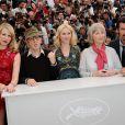 Lucy Punch, Woody Allen, Naomi Watts,  Gemma Jones et Josh Brolin lors du photocall à Cannes pour You Will Meet A Dark Stranger, le 15 mai 2010