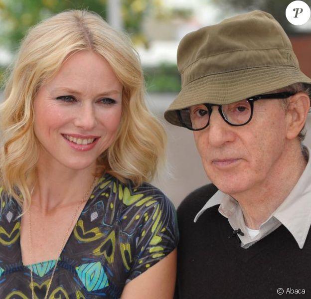 Naomi Watts et Woody Allen lors du photocall à Cannes pour You Will Meet A Dark Stranger, le 15 mai 2010
