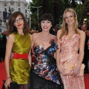 Cannes 2010 - Lio, toujours aussi excentrique, s'offre une belle montée des marches avec ses deux superbes filles !
