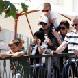 Victoria et David Beckham se rendent au concert privé des Jonas Brothers, en compagnie de leurs trois enfants.