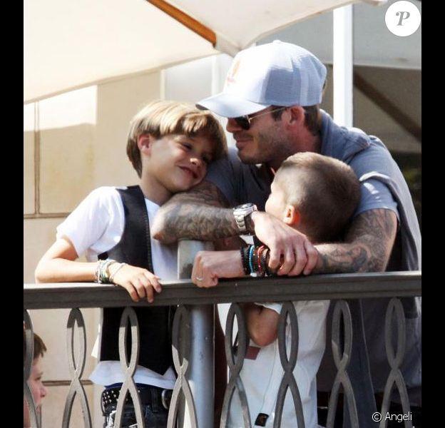 Séquence câlins pour David Beckham et ses trois enfants, comme c'est mignon !