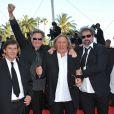 Gérard Depardieu entouré des réalisateurs Gustave Kervern et Benoît Delépine lors de la présentation du film Fair Game durant le festival de Cannes le 20 mai 2010