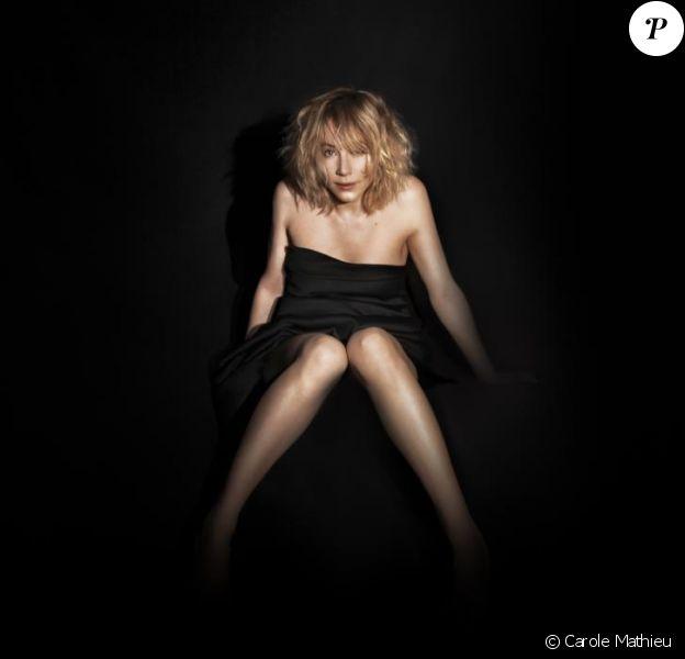 Julie Depardieu s'est dévoilée pour l'exposition Corporelles
