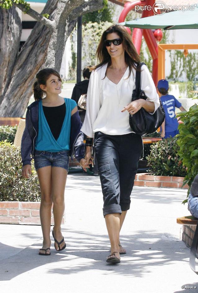 Cindy Crawford en famille à Malibu, le 22 mai 2010