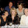 Alessandra Sublet et ses parents en compagnie de Charles Aznavour et Nicole Sonneville lors de la soirée de solidarité Chico & les Gypsies au patio de Camargue afin de récolter des fonds pour la cause du don d'organes et celle de l'association Rê