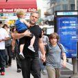 Hugh Jackman et sa fille Ava passent leur après-midi avec Vincent D'Onofrio ainsi que ses fils Elias et Luka le 27 mai 2010