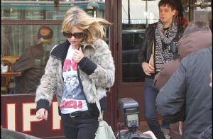PHOTOS : quand Kate Moss tente de passer incognito en plein Paris...