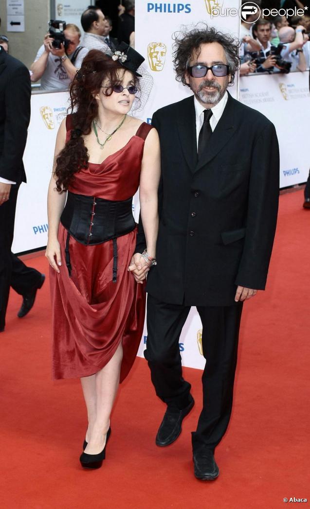 Helena Bonham Carter et son bien-aimé Tim Burton sur le tapis rouge des Baftas à Londres pour les récompenses des oeuvres télévisées britanniques le 6 juin 2010