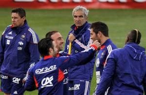 Mondial 2010 - Eric Domenech parle de son frère Raymond : ''Il aurait de quoi se tirer une balle dans le caisson'' !