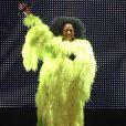 Diana Ross, en paillettes et plumes vertes fluos, en concert à Los Angeles, le 9 juin 2010