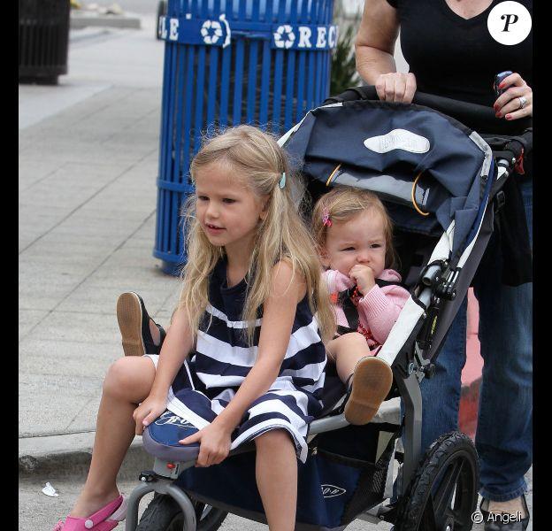 Jennifer Garner et ses filles à Los Angeles (6 juin 2010)