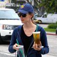 Jennifer Garner sort du Starbucks à Los Angeles (6 juin 2010)