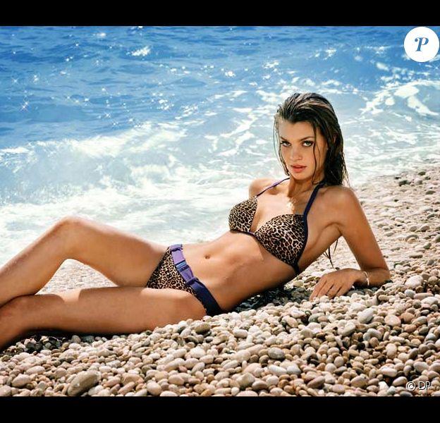 Catrin Claeson prend la pose pour la marque Femilet