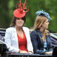 Les princesse Beatrice et Eugenie d'York à la parade Trooping the Colour, le 12 juin 2010, à Londres.