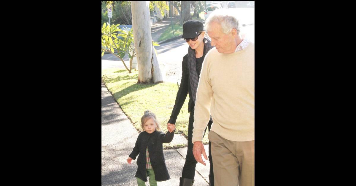 nicole kidman est avec son p re en australie et sa fille sunday rose le 16 juin 2010. Black Bedroom Furniture Sets. Home Design Ideas
