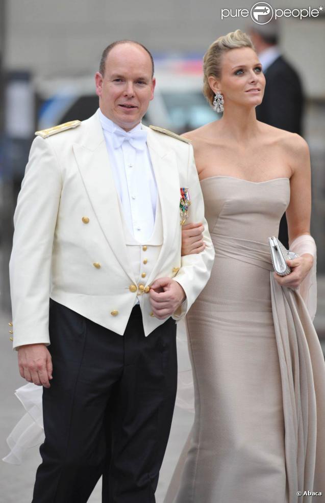 Samedi 19 juin 2010 : Le mariage de la princesse Victoria de Suède et de Daniel Westling, apothéose de leur conte de fées, a été béni par un incroyable cortège de royaux. Albert de Monaco et Charlene Wittstock.