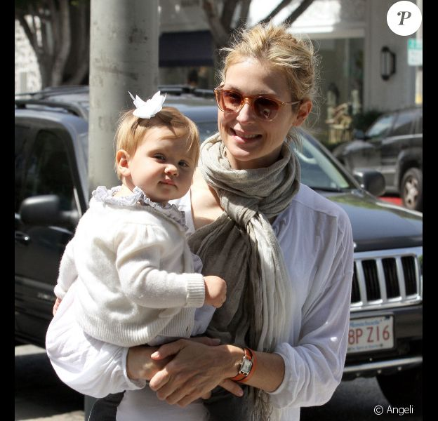 Kelly Rutherford en compagnie de sa mère et de sa fille Helena à Beverly Hills, le 18 juin 2010