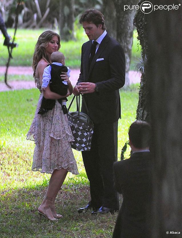 Gisele Bündchen et son mari Tom Brady avec leur bébé Benjamin