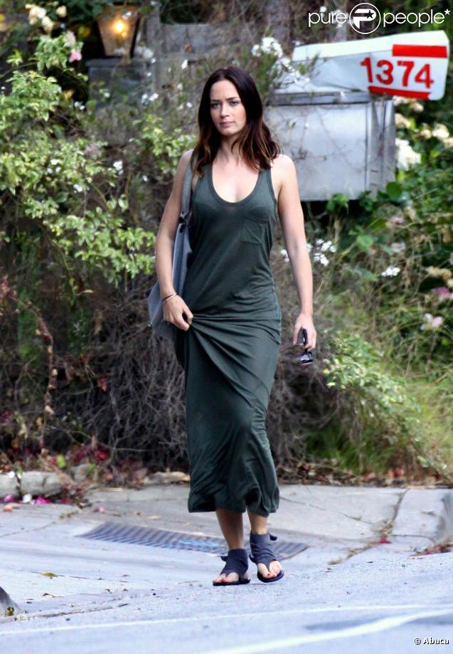 La ravissante Emily Blunt, à la sortie de la maison d'Amy Adams, à Beverly Hills, le 22 juin 2010.