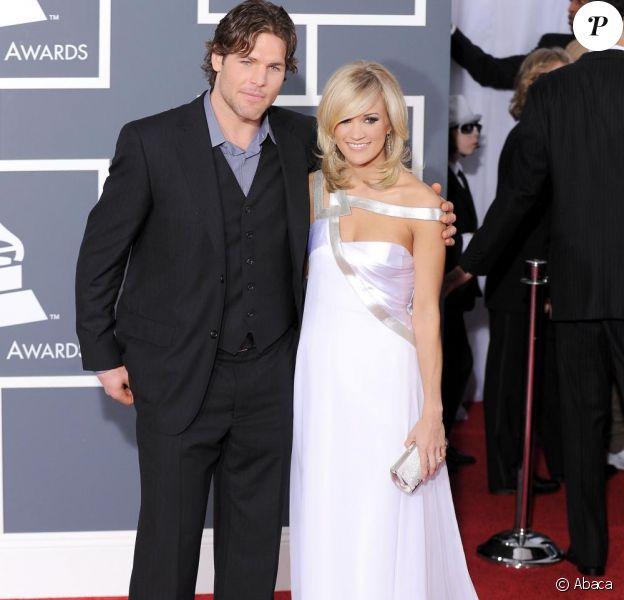 Carrie Underwood et son fiancé Mike Fisher se marieront le 10 juillet prochain.
