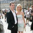 Claire Danes et Hugh Dancy se rendant au défilé Giorgio Armani à Paris, le 6 juillet 2010