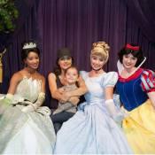 Salma Hayek : Découvrez sa craquante Valentina ravie au pays des princesses ! (réactualisé)