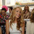 Blake, superbe dans une robe blanche canon de chez Dior, accessoirisée d'un charmant bibi sur la tête !