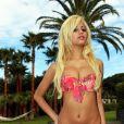 Zahia en vacances à Saint-Tropez