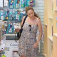 Shopping pour sa fillette par Rebecca Gayheart