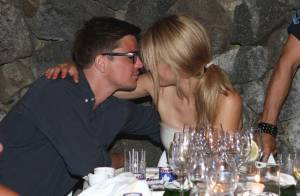 Quand le beau Josh Hartnett embrasse sa chérie... face aux belles Ornella Muti et Nastassja Kinski !