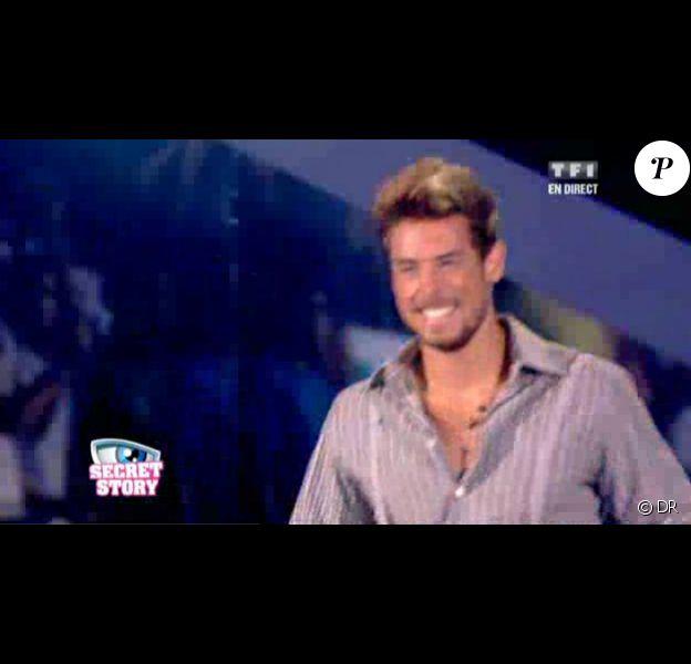 Anthony rejoint Benjamin Castaldi sur le plateau du prime (émission du 23 juillet 2010).