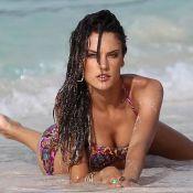 La sublime Alessandra Ambrosio vous invite à une baignade torride...