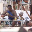 Le docteur Conrad Murray, sa petite amie Nicole Alvarez, et leur fils, en vacances à Miami, le 31 juillet 2010