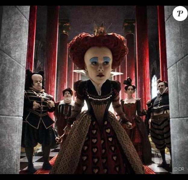 Helena Bonham Carter est la Reine Rouge du Alice au Pays des Merveilles de Tim Burton, disponible en DVD et Blu-Ray depuis le 24 juillet 2010.