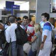 Victoria Monfort, Stéphane Plaza et Frédéric Lama se préparent à embarquer pour l'aventure Pékin Express, à l'aéroport de Roissy, le 30 juillet 2010