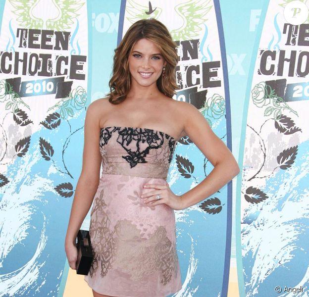 La ravissante Ashley Greene à l'occasion des Teen Choice Awards 2010, qui se sont tenus au Gibson Amphitheater d'Universal City, au nord de Los Angeles, en Californie, le 8 août 2010.