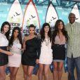 La famille Kardashian à l'occasion des Teen Choice Awards 2010, qui se sont tenus au Gibson Amphitheater d'Universal City, au nord de Los Angeles, en Californie, le 8 août 2010.