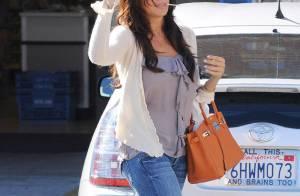 Sofia Vergara : Sucette à la bouche et sac de luxe au coude, elle fait sa