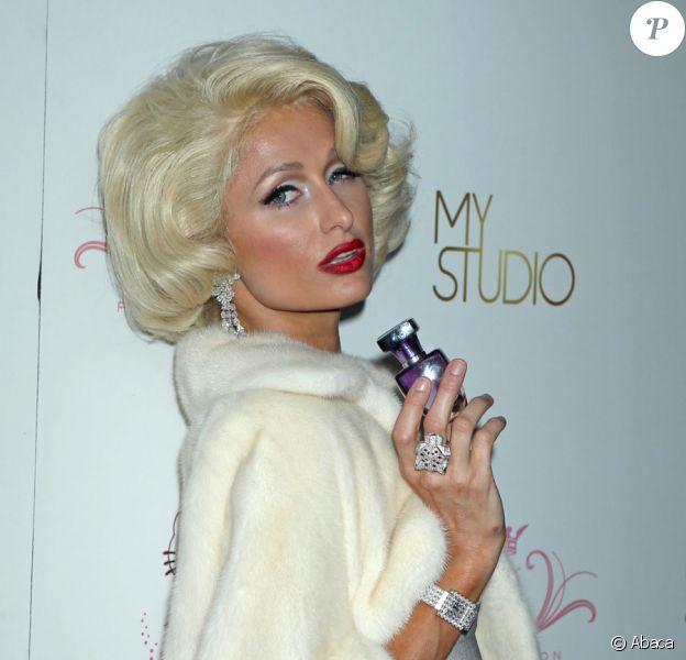 Paris Hilton transformée en Marilyn Monroe pour la soirée de lancement de sa 10e fragance Tease dans la boîte de nuit MyStudio à Hollywood le 10 août 2010