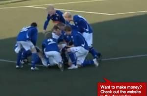 Un accouchement a lieu en plein match de foot... sur le terrain !
