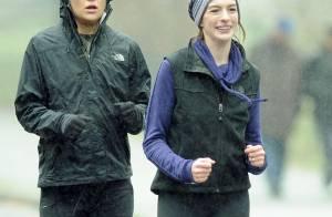PHOTOS : Kate Hudson et Anne Hathaway en plein effort, sous la pluie...