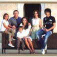 Rania de Jordanie et son mari le roi Abdullah II, avec leurs enfants, le prince Hussein, la princesse Iman, la princesse Salma, et le prince Hashem.