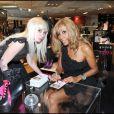 Cathy Guetta signe des autographes à la présentation de la collection Tweety by Cathy Guetta pour André, aux Galeries Lafayette, à Paris