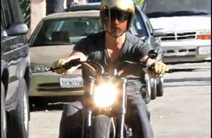 Quand le beau Brad Pitt enfourche ses grosses et puissantes motos... il est irrésistible !