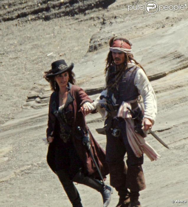 Johnny Depp et Penélope Cruz sur le tournage de Pirates des Caraïbes 4 en juillet 2010