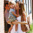 Brooke Burke et David Charvet, leur fille Heaven Rain et leur fils Shaya à la sortie du restaurant Toscana à Brentwood le 29 septembre 2010